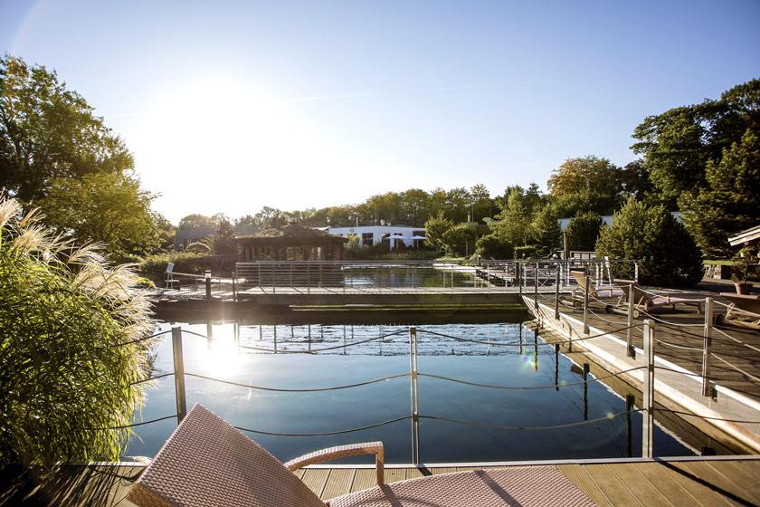 Frühjahrsputz im WELLNEUSS: Naturbadesee wird grundgereinigt